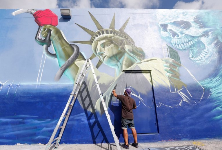 Graffiti artist in Wynwood
