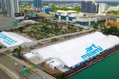 Art Miami tent at Herald Plaza
